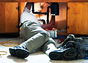 Highlands Ranch plumber fixing a garbage disposal